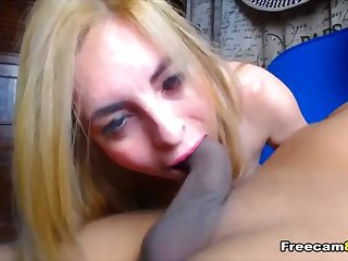 Horny Chick Gives Bf A Nice Sucking