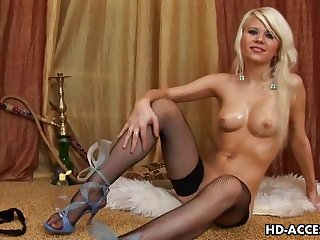 Hot Blonde Chick Ramming Dildo In Her Pussy