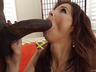Cougar With A Huge Butt Gets Fucked By Bbc