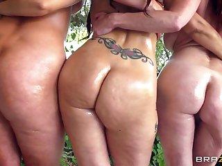 Alura Jenson Syren De Mer And Tiffany Mynx Shaking Their Butts 1